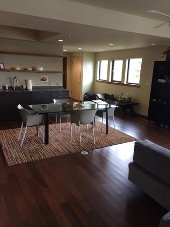 The Island Inn at 123 West : Lots of space!