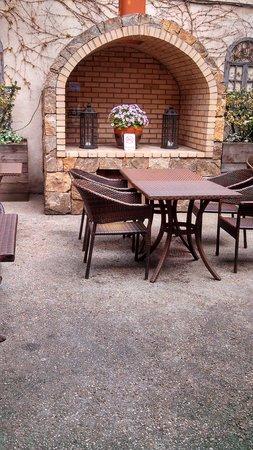 Veslo: Outdoor seating area