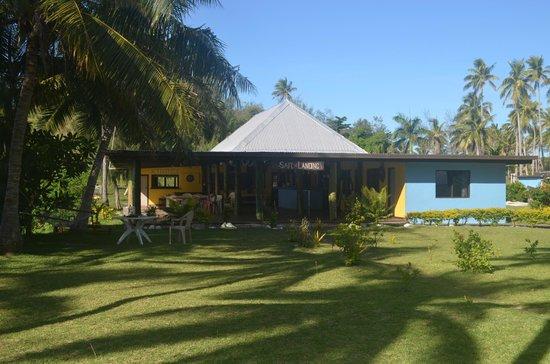 Safe Landing Resort: Dining area