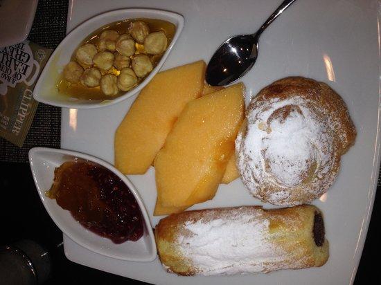 Hotel Regina Barcelona: Завтрак в отеле