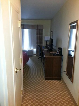 Country Inn & Suites By Carlson, Covington, LA: Walkway/Room Entrance