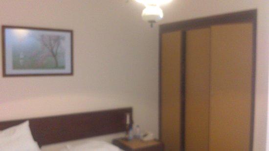 Hotel Bucsky : O quarto, feio e desagradável.