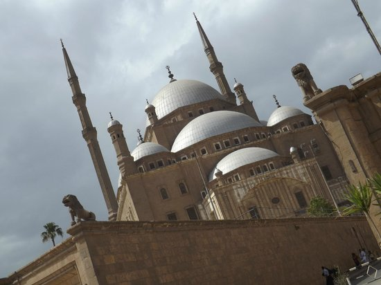 Mosquée Mohammed Ali : A nice view walking to the mosque