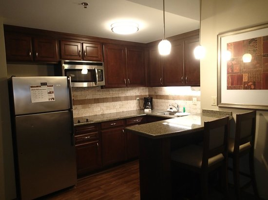 Staybridge Suites Wilmington East: Beautiful kitchen area