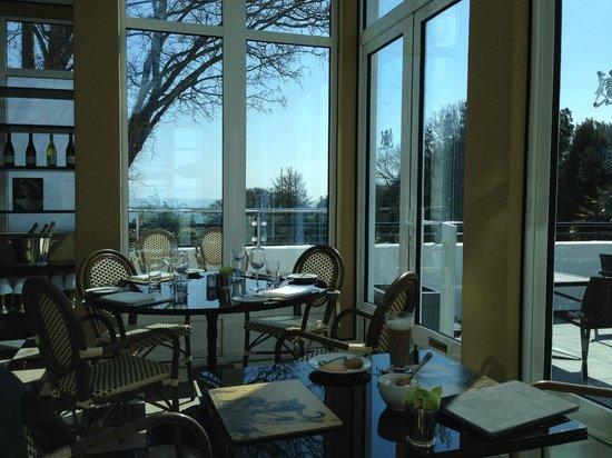 The Duke of Richmond Hotel: Leopard Bar - breakfast