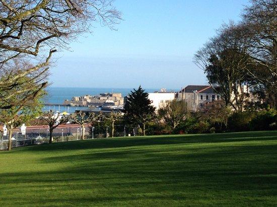 The Duke of Richmond Hotel : Strolling - Castle View
