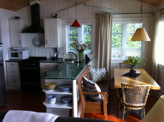 Stillwater Beach House B&B : Kitchen / Dining area