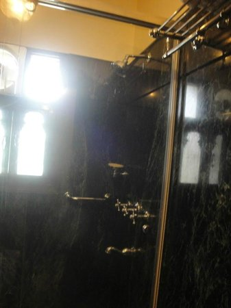 Umaid Mahal: Shower Space