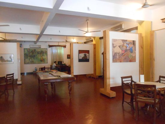 WelcomHeritage Panjim Inn: Art gallery in People's