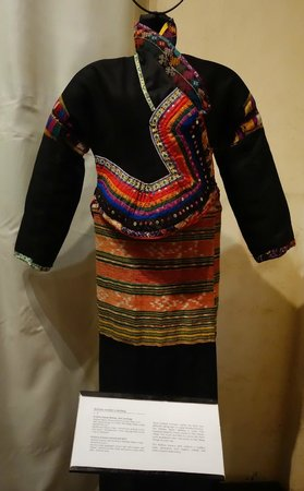 Traditional Arts and Ethnology Centre: Kmhmu clothing