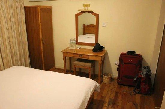 Hotel Holy Himalaya: Room