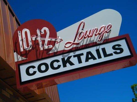 10-12 Lounge