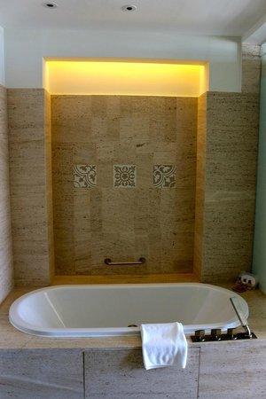 Hyatt Regency Danang Resort & Spa: Bathroom (one of two)