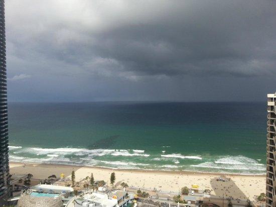 Hotel Grand Chancellor Surfers Paradise: вид с балкона