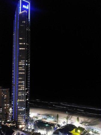 Hotel Grand Chancellor Surfers Paradise: вид из номера ночью