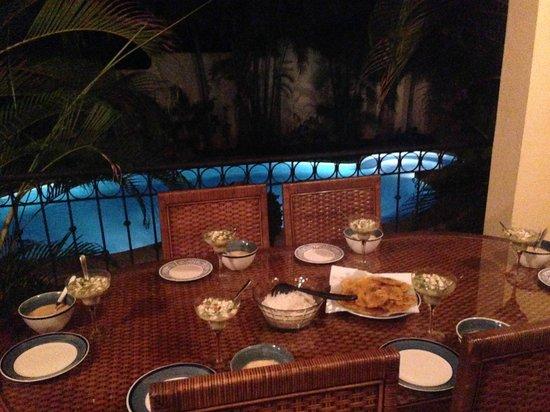 Villa Oasis: Cenando