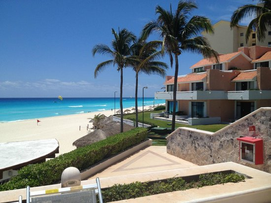 Omni Cancun Resort & Villas : espace piscine