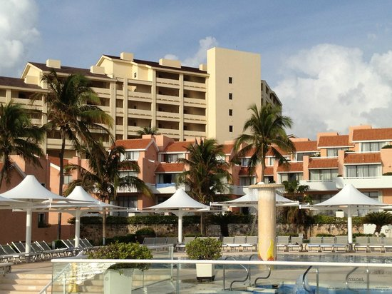 Omni Cancun Resort & Villas: espace piscine