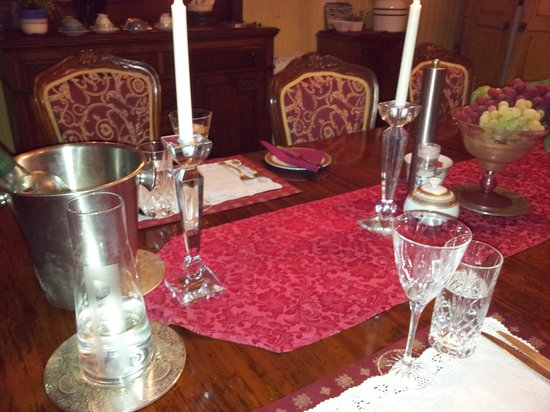 Wiss House Bed and Breakfast: romantic dinner