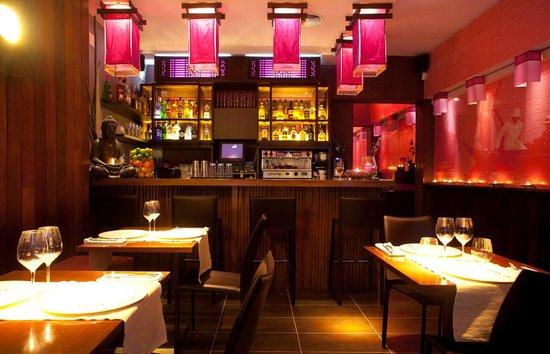 Sitthai Lounge & Restaurant: Entrada con ventana al exterior