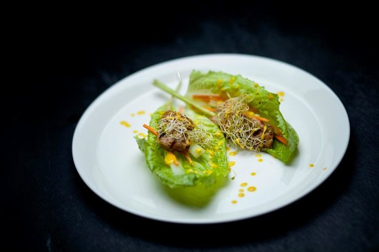 Seminyak, Indonesia: grilled fish satay wrapped in letuce with fresh mango, cucumber, a homemade cashew soy dip & yel
