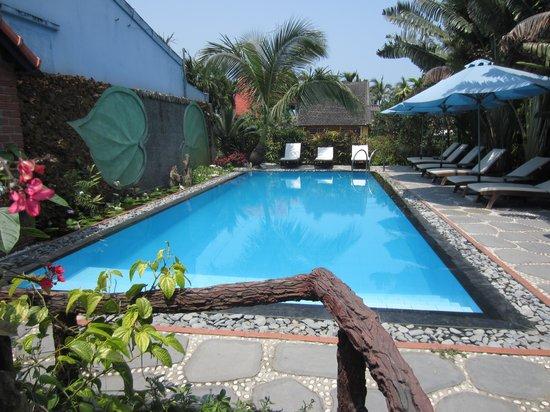 Betel Garden Villas: Relaxing pool area