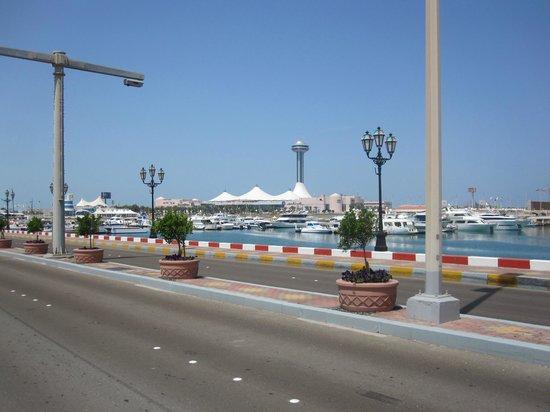 Marina Mall: Walking from the horrid Heritage Village