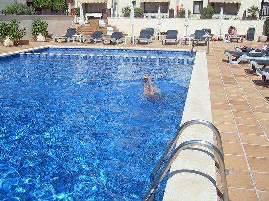 Jade Apartamentos: Pool