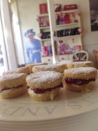 The Great British Tea Shop: Mini Victoria sponge
