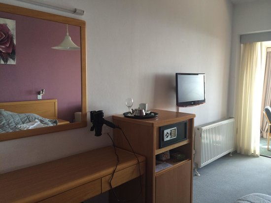 Troodos Hotel: Номер за 80 евро