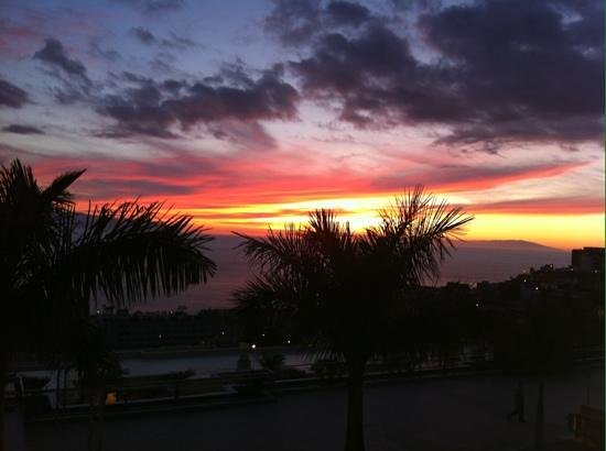 Be Live Family Costa los Gigantes: the sunset from the balcony