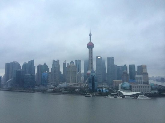 Hyatt on the Bund : Pudong View from Room