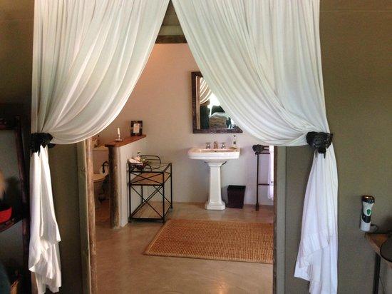 Tanda Tula Safari Camp: Bathroom