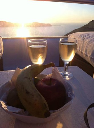 Ikastikies: White wine and fruits at sunset, compliments from the hotel