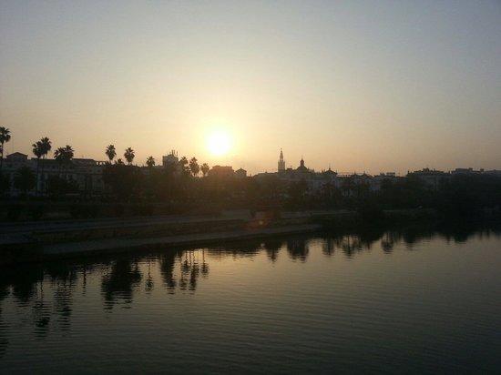 Amanecer Sevilla desde el Puente Triana