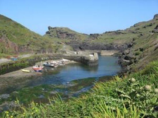 Boscastle Harbour by Jennifer Rowlandson