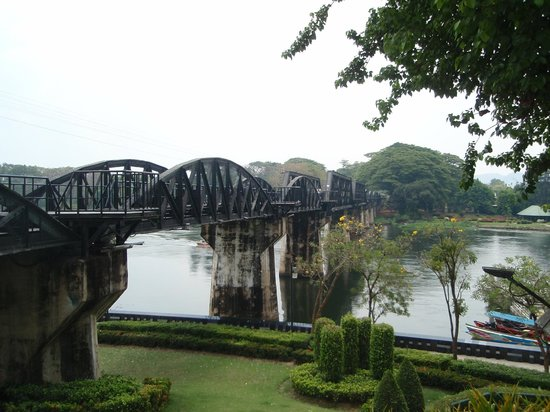 Tiger Temple ( Wat Pa luang Ta Bua) : bridge on the river kwai