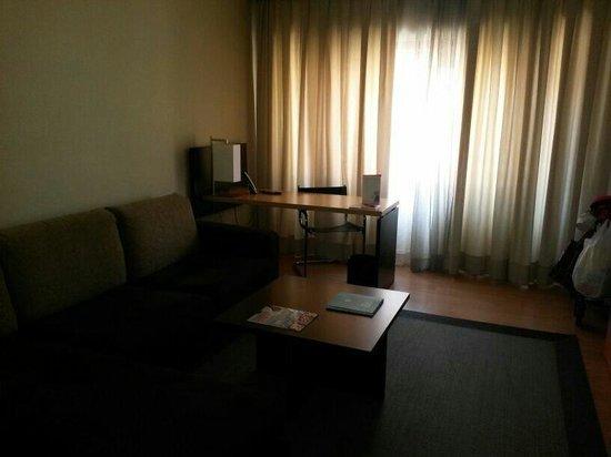 ILUNION Suites Madrid: Chaise longe habitación premium