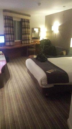 Leonardo Hotel London Heathrow Airport: Huge room to get my wheelchair around!