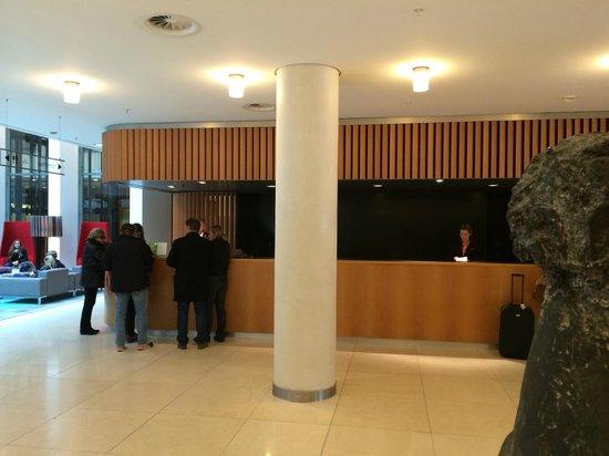 Swissotel Berlin: Lobby Rezeption