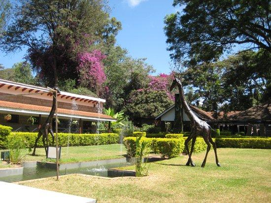 Karen Country Lodge: Well kept gardens