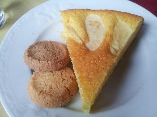 Crotto del Fuin: Torta e biscotti