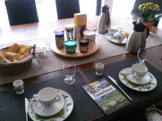 Maison Castellane: Colazione