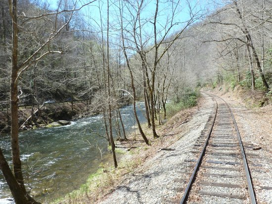 Great Smoky Mountains Railroad: Riding alongside the river