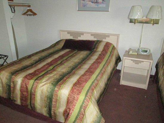 Grand Canyon Inn & Motel : 1. Queensize Bett