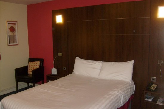 Quality Hotel Coventry: the bed