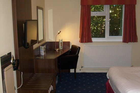 Quality Hotel Coventry: the desk