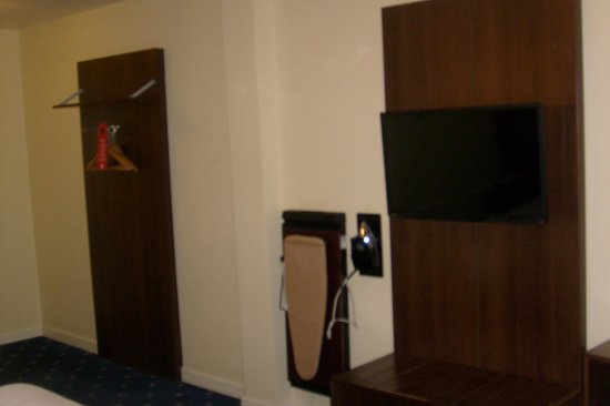 Quality Hotel Coventry: ironboard and trouser press