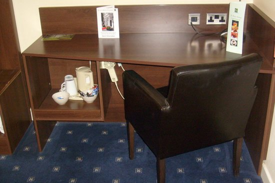 Quality Hotel Coventry: desk and coffee facilities