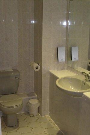 Quality Hotel Coventry: bathroom